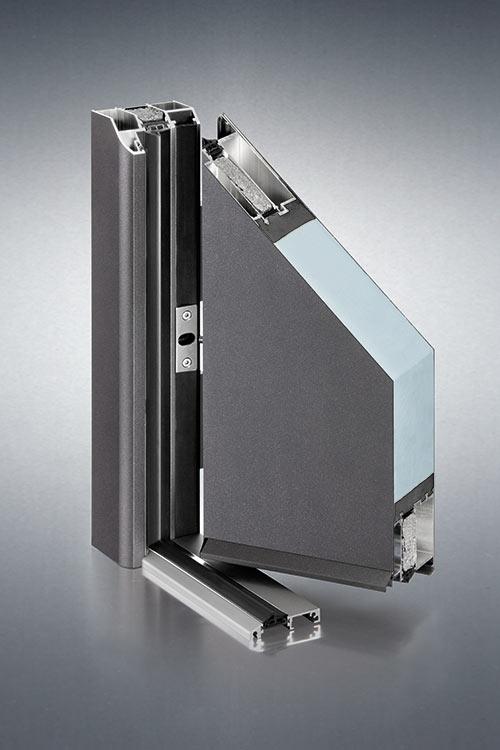 Flügelüberdeckende Haustüre in anhrazit aus Aluminium